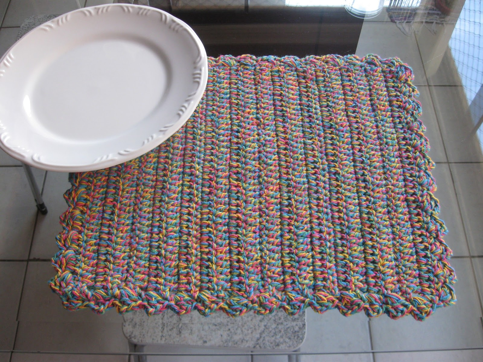 Luz Weber Jogo americano colorido em croch