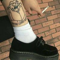 tatuaje lisa simpson blanco y negro