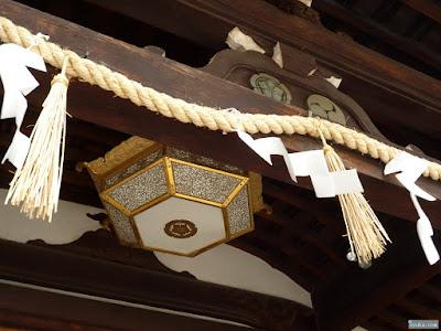 紋章と飾り灯籠