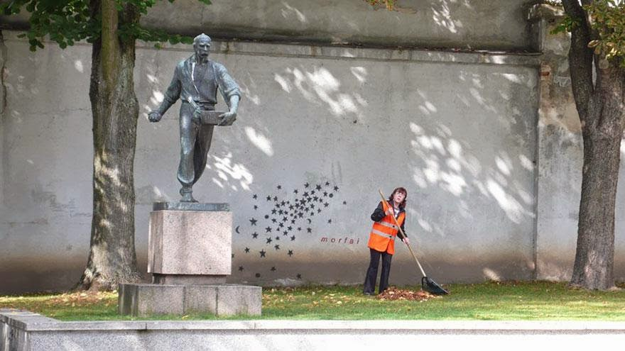 28 Pieces Of Street Art That Cleverly Interact With Their Surroundings - Seeder, Kaunas, Lithuania