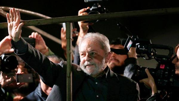 Polícia de Brasil incrimina a Lula por corrupción y lavado de dinero