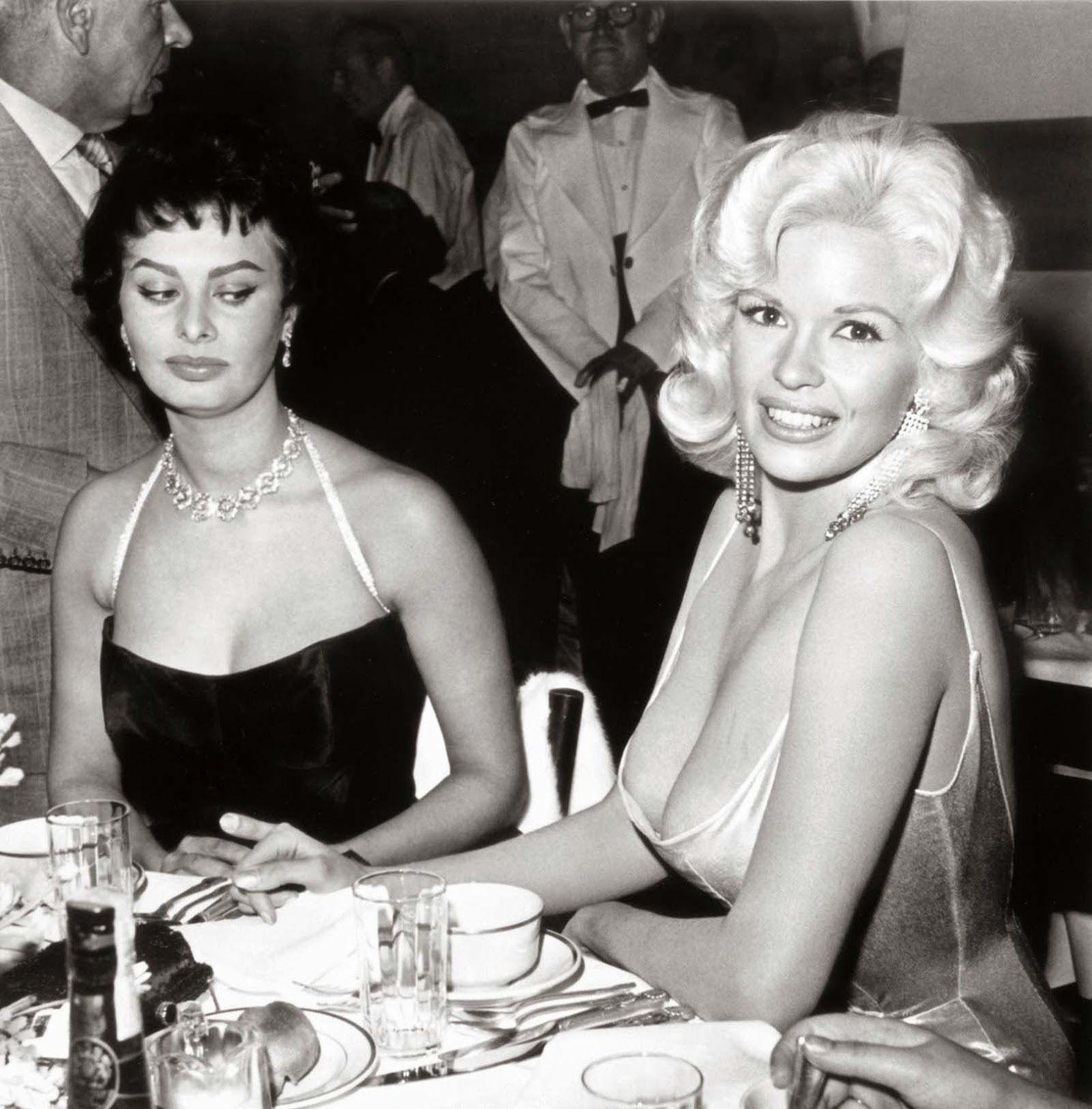 Sophia Loren giving Jayne Mansfield the side-eye is one of the most famous photos in history.
