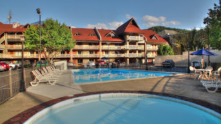 Downtown Gatlinburg Hotel Outdoor Pool