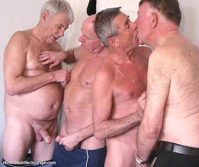 VÍDEOS PORNO GAY DE SEXO EN GRUPO GRATIS -