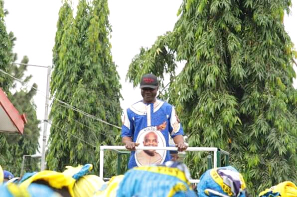 GOVERNOR ASSURES WORKERS OF PROMPT PAYMENT OF SALARIES .