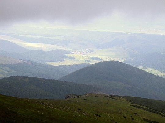 Liptovská Teplička (niem. Zeplitschke, węg. Teplicska) ze stoków Kralovej Holi.