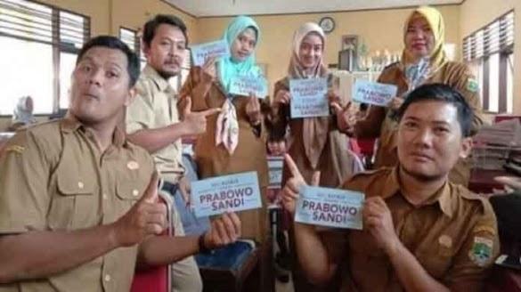6 Guru Dipecat Gara-Gara Pose 2 Jari, Begini Reaksi BPN Prabowo