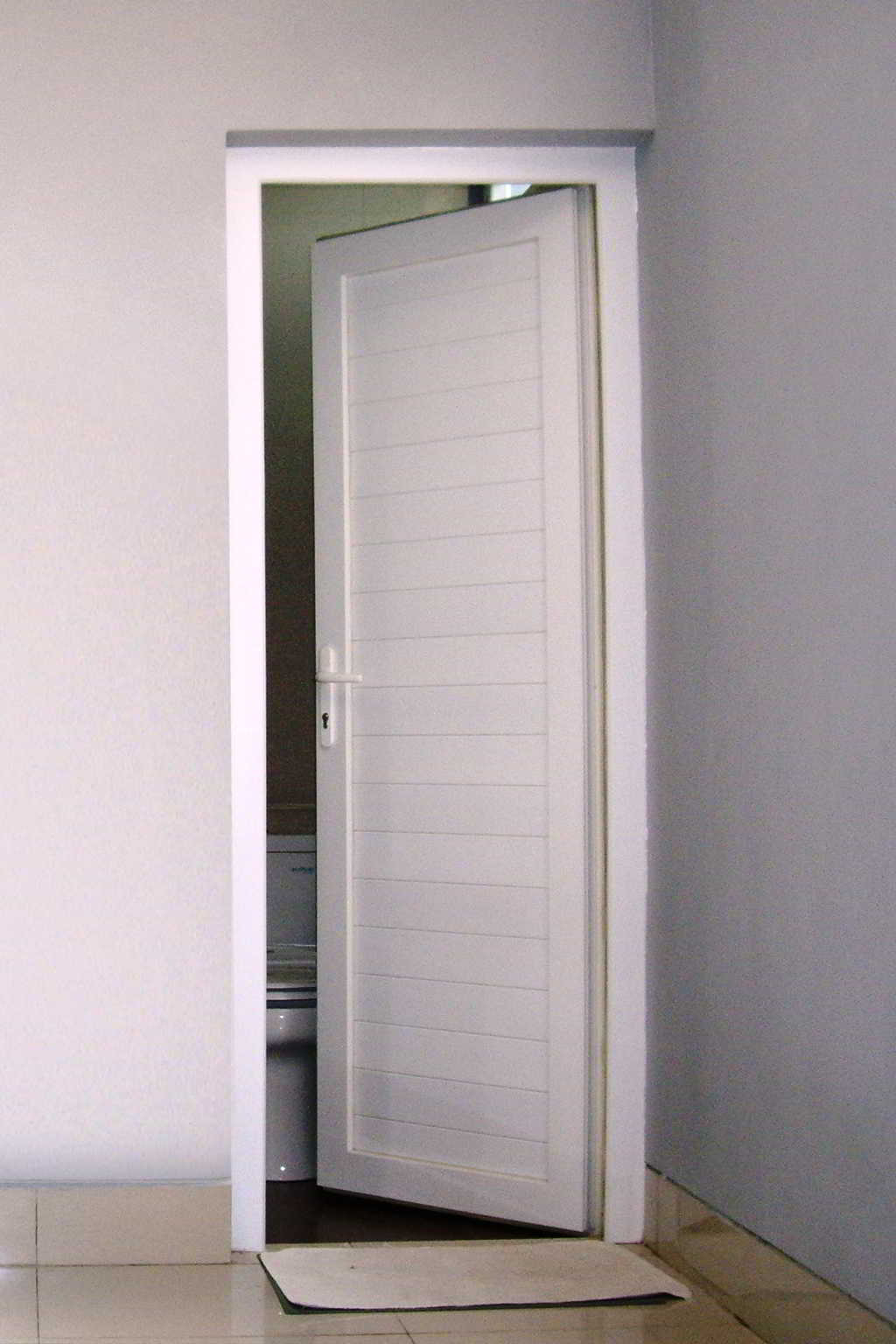 Desain Pintu Kamar Mandi Sederhana Elegan