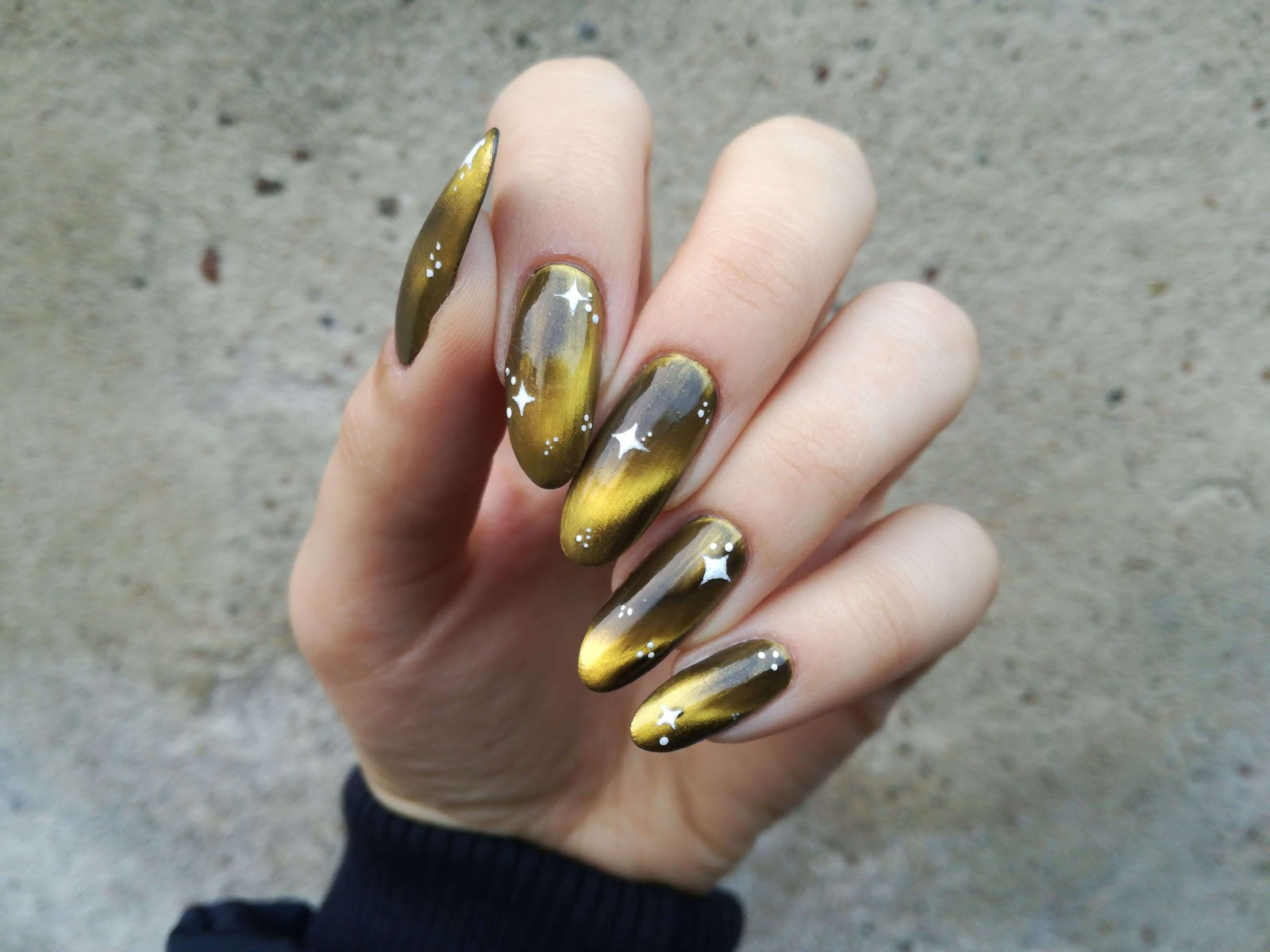 paznokcie kocie oczko
