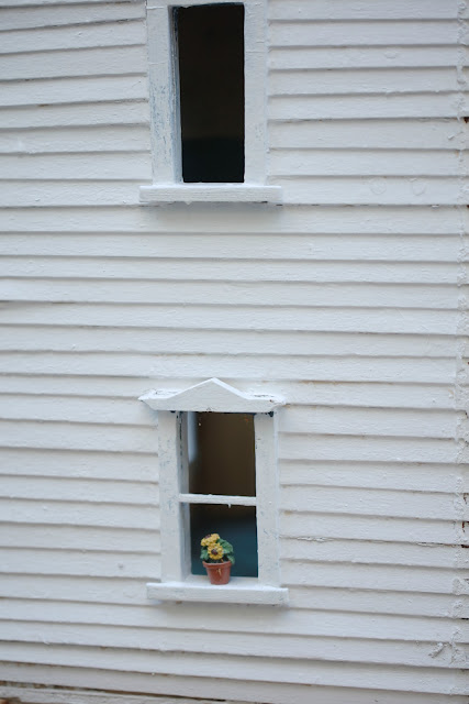 doll house with windows