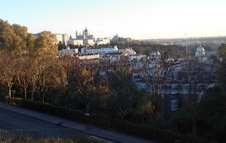 Vista hacia el sur desde la cima. Abajo las dos cúpulas de la estación de Príncipe Pío.