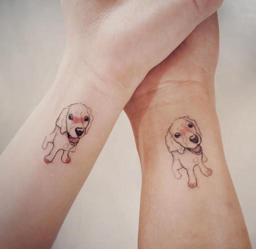 Estes correspondência cão tatuagens