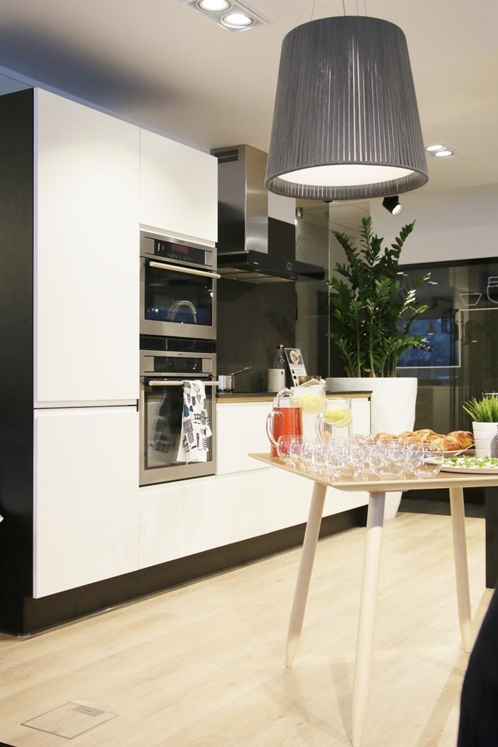 Kauniit PUUSTELLI keittiöt ja LUKIJAETU  Design Jaana Karhu