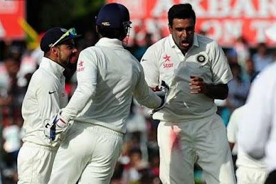 मुंबई टेस्टः अंपायर के सिर पर लगा जोरदार शॉट, थम गई खिलाड़ियों की धड़कनें