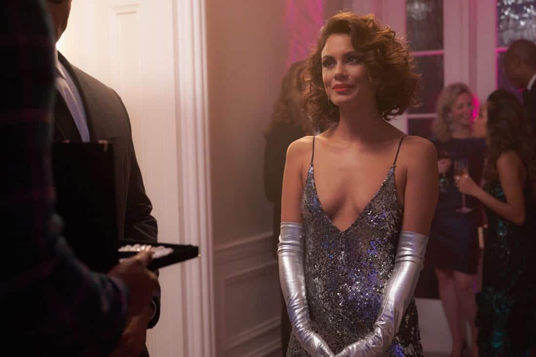 Nathalie Kelley es Cristal en Dynasty