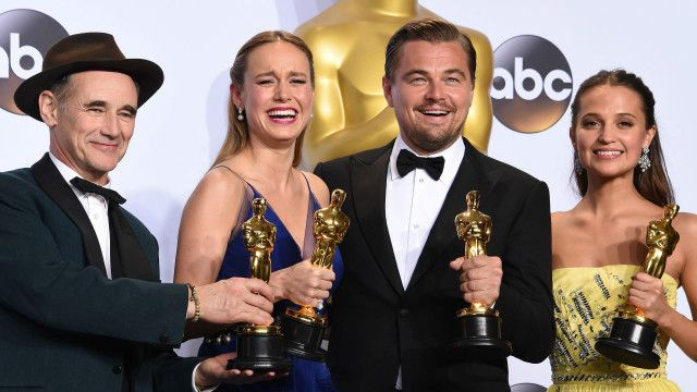 De izquierda a derecha: Mark Rylance, Brie Larson, Leonardo DiCaprio y Alicia Vikander