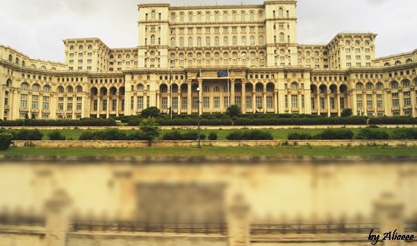 Casa-Poporului-Cladirea-Parlamentului