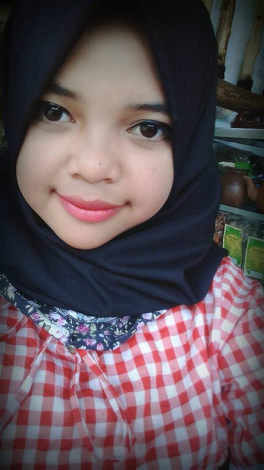 Tita Seorang Gadis, Beragama Islam, Suku Sunda Di Pangalengan, Kabupaten Bandung, Provinsi Jawa Barat Sedang Mencari Jodoh Pasangan Pria Dewasa Untuk Jadi Calon Suami