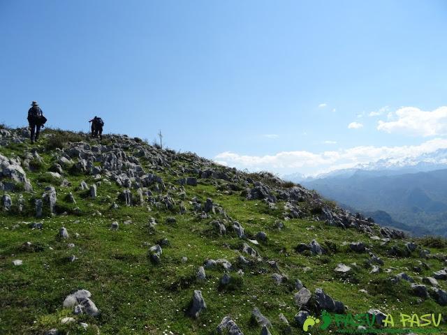 Llegando a la cima de la Cruz de Priena