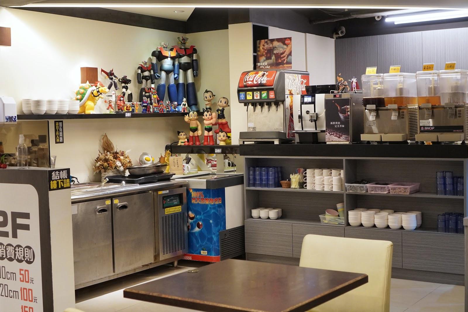 台南東區美食【大大力牛排館】二樓用餐環境