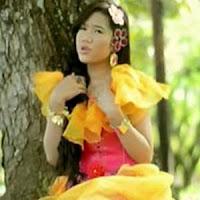 Lirik dan Terjemahan Lagu Rayola - Anggan Mananti