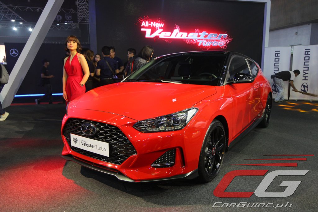 mias 2018 hyundai brings out kona veloster turbo santa. Black Bedroom Furniture Sets. Home Design Ideas