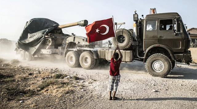 Obüs ve tanklar Suriye sınırında.