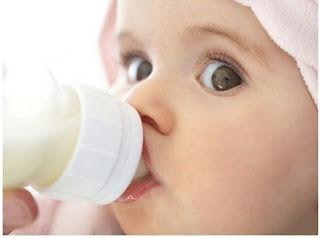 how to make a baby formula bottle milk for a baby steps by steps.jpg