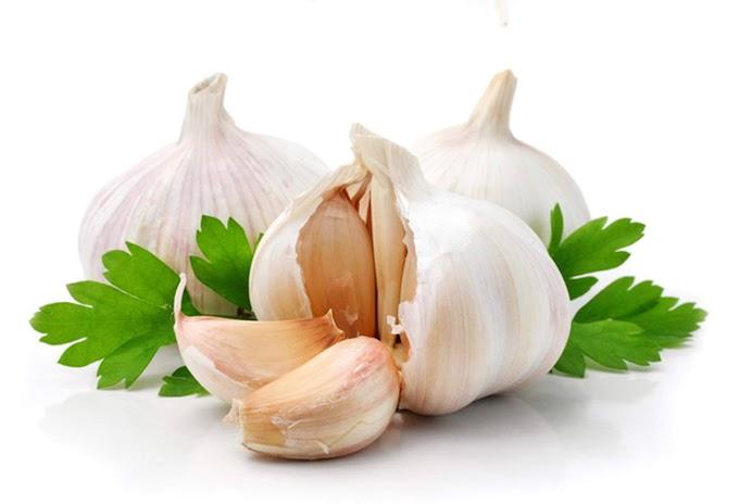 الثوم وفوائد الثوم والتاثيرات السلبية له والتخلص من رائحته