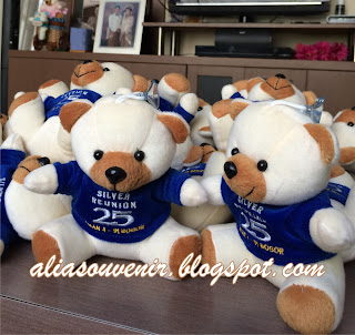 souvenir boneka beruang