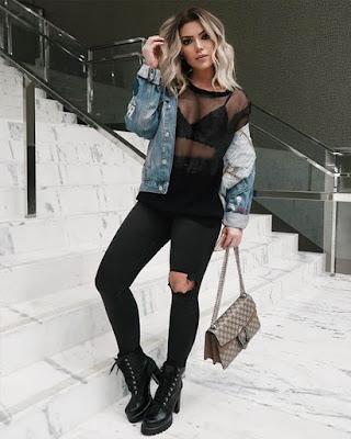 outfit negro con jacket de mezclilla casual