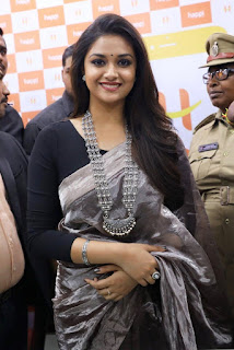 Keerthy Suresh in Saree with Cute Smile at Happi Mobile Store Launch in Guntur 4