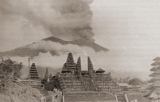 Gunung Agung Berstatus Awas, Prosentasi Turis yang 'Cancel' Capai 20 Persen
