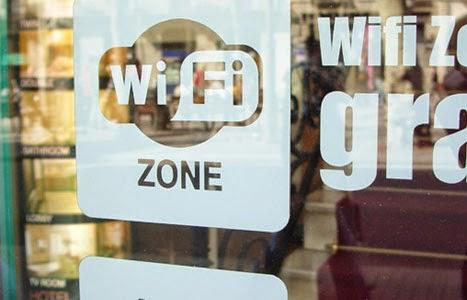 Anuncio de wifi gratis en restaurante