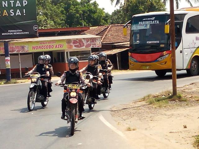 Polwan Polres OKI Patroli Di Jalintim Kendarai Sepeda Motor