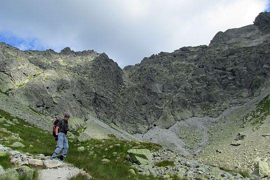 Kozia Dolinka Stąd widać całą długość Żlebu Kulczyńskiego.