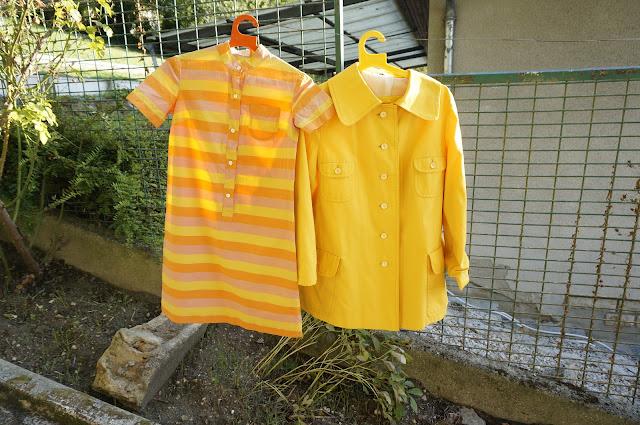 robe rayée des années 60 , imper seventies  60s striped dress , 70s yellow raincoat