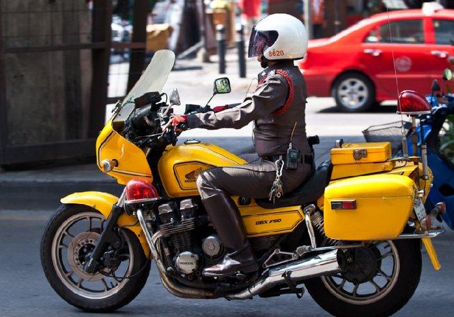 Желтая Хонда 750 кубиков в Бангкок