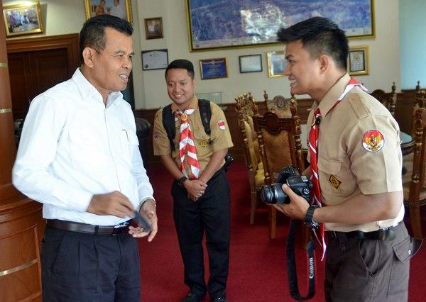 Pramuka Tunarungu yang Keliling Indonesia Bertemu Walikota Mukhlis