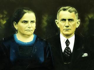 Foto antiga de casal, colorida à mão - Museu Municipal Claudio Oscar Becker, Ivoti
