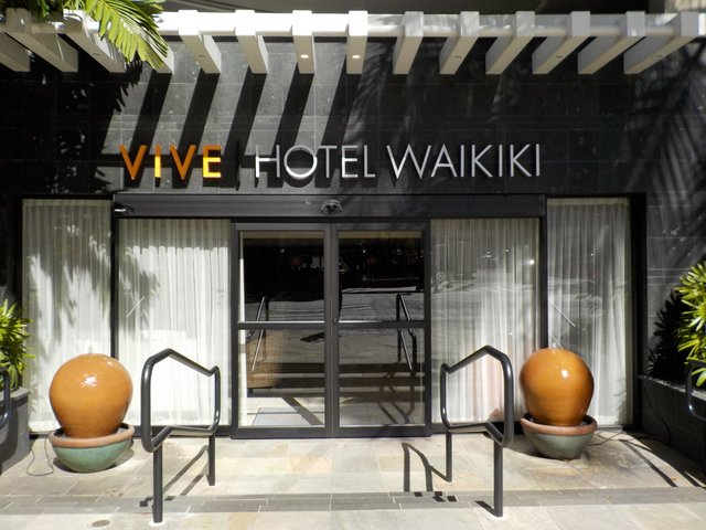 Vive Hotel Waikiki Entrance
