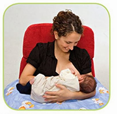 how to hold baby when breastfeeding