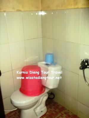 kamar mandi hot water at dahlia homestay
