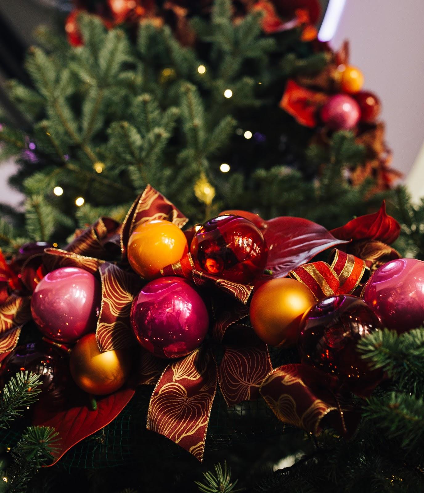 Zdrowych i Radosnych Świąt oraz Szczęśliwego Nowego Roku !