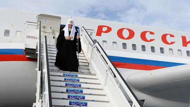 Kirill em Brasila descendo do avião de Putin.