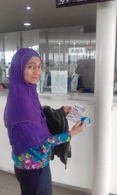 Gelang Biru untuk membeli makanan minuman di arena Go Wet