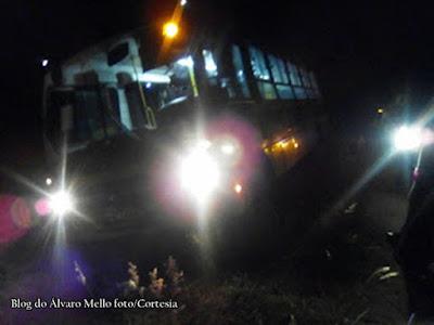 Polícia: Ônibus com estudantes é sequestrado em Itambé