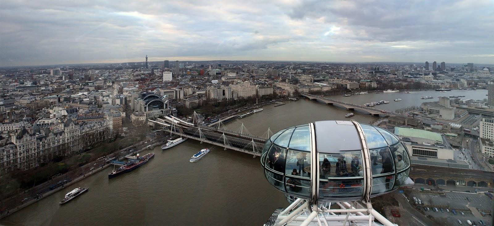 London Eyen maisemaa Lontoon yli.