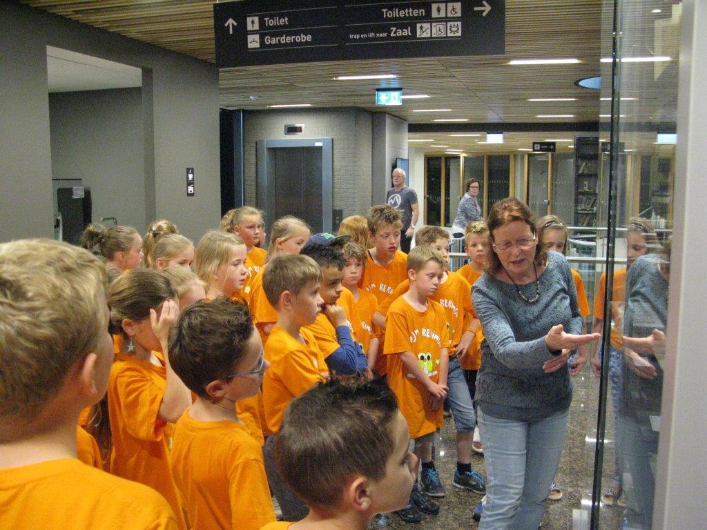 archief Peel en Maas  Tentoonstelling in de vitrine over Landmeten en grensgeschillen en bezoek