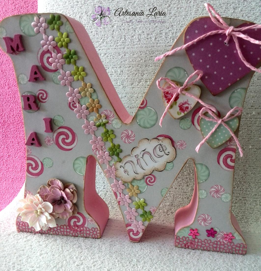 Artesan a laria letras de madera decoradas con papeles y siluetas - Letras de madera para decorar ...